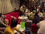Cơ sở karaoke tạo hiện trường giả khi bị phát hiện đón khách đến ăn nhậu bất chấp lệnh cấm