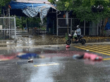 Tin tức tai nạn giao thông ngày 6/7: Đôi vợ chồng tử vong sau va chạm với xe tải trong cơn mưa lớn