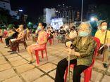 Hà Nội: Cận cảnh người dân quận Hoàn Kiếm đi tiêm vaccine COVID-19 ngay trong đêm