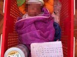 Bé sơ sinh bị bỏ rơi trước cổng nhà dân ở Bắc Giang: Mảnh giấy viết tay có nội dung gì?