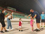 Hành động ấm lòng của HLV Park Hang Seo với cổ động viên Việt Nam tại UAE