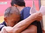 Gia đình - Tình yêu - Cụ ông 85 tuổi dành nửa cuộc đời đi tìm con trai bị bắt cóc, cái kết khiến nhiều người rơi lệ