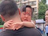 """Bố đến đón con gái ngày đầu đi mẫu giáo, ai nấy đồng cảm khi chứng kiến cảnh tượng """"lâm li bi đát"""""""