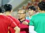 """Đội tuyển Việt Nam nhận """"món quà"""" bất ngờ từ HLV Park Hang-seo sau trận đấu với Oman"""