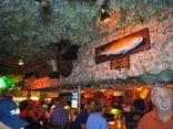 Cộng đồng mạng - Chủ nhà hàng gây ngỡ ngàng vì dán hơn 4 tỷ tiền mặt lên trần nhà để trang trí