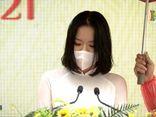 Nữ sinh đại diện phát biểu trong lễ khai giảng ở Hà Nội vừa xinh xắn lại có thành tích cực