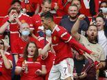 Ronaldo lập cú đúp ngày ra mắt giúp Manchester United vươn lên dẫn đầu Ngoại hạng Anh