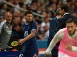 Messi khó chịu, từ chối bắt tay HLV Pochettino khi bị rút khỏi sân