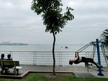 Người đi tập thể dục ở hồ Tây phải khai báo y tế, cách ly tại nhà