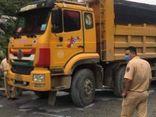 Xe máy va chạm ô tô tải ở Hòa Bình, người phụ nữ tử vong
