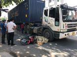 Ngã ra đường, tài xế xe ôm công nghệ bị container cán tử vong thương tâm