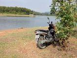 Đi dạo, kinh hãi phát hiện thi thể nổi trên mặt hồ: Bí ẩn chiếc xe máy tại hiện trường