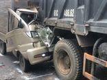 Ô tô tải dính chặt đuôi xe ben sau cú tông mạnh, tài xế tử vong trong cabin