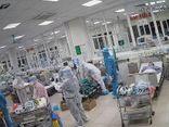 Video: Bác sĩ liên tục ép tim, giành giật sự sống cho bệnh nhân COVID-19