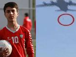 Cầu thủ 19 tuổi của tuyển Afghanistan rơi xuống đất tử vong vì bám càng máy bay Mỹ