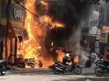 Tạm giữ đối tượng nghi ném bom xăng khiến 4 căn nhà bị thiêu rụi