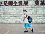 Cậu bé thích mặc váy đi học, phản ứng của gia đình và nhà trường ra sao?