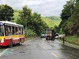 Tin tức tai nạn giao thông ngày 28/8: Xe khách chở 6 nhân viên y tế gặp nạn ở trung tâm TP.HCM