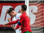 Hành động bất ngờ của Ronaldo với đối thủ trước khi đá Penalty