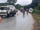 Tin tức tai nạn giao thông mới ngày 12/10: Xe cứu hộ lấn làn đâm trúng ô tô con, 2 người bị thương