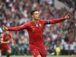 Ronaldo lập cú đúp phá vỡ nhiều kỷ lục của bóng đá thế giới, giúp Bồ Đào Nha đi tiếp