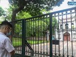 Sĩ tử, phụ huynh Hà Nội tấp nập vái vọng cầu may tại Văn Miếu trước kỳ thi vào lớp 10 THPT