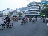 Hà Nội: Người dân hồ hởi đi tập thể dục ngoài trời sau hơn 2 tháng tạm dừng