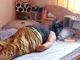 Kinh hãi nhìn vợ đột tử trên giường, chồng khóc nghẹn khi biết