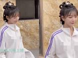 Xôn xao hình ảnh nữ idol đình đám xứ Trung vô tư