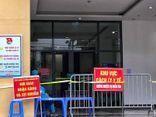 Hà Nội: Cách ly tạm thời chung cư hơn 1000 dân vì liên quan ca nghi mắc COVID-19