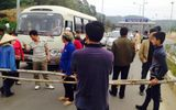 Dân lại rào đường, chặn xe trên cao tốc Nội Bài - Lào Cai