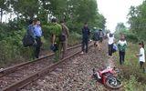 Tàu hỏa tông xe máy chạy ngang, 2 người tử vong