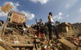 Giải cứu cụ ông 101 tuổi sống sót 7 ngày dưới đống đổ nát ở Nepal