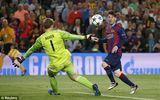Tin nóng sáng 7/5: Messi vượt mặt Ronaldo, Barca nhận hung tin sau đại thắng