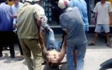 Thanh niên xăm trổ doạ giết tài xế rồi nằm giữa đường la hét