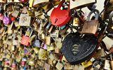 """""""Cầu tình yêu"""" huyền thoại ở Paris chính thức bị phá bỏ"""