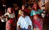 Hạn hán ở Ấn Độ: Cưới thêm vợ để chuyên xếp hàng gánh nước