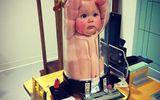 Sự thật bức ảnh em bé bị nhốt trong ống nghiệm khiến người xem chết lặng