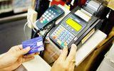 Ngân hàng áp lãi cắt cổ với thẻ tín dụng: Người dùng thẻ phải làm sao?