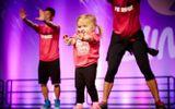 Cô bé 6 tuổi mắc bệnh hiểm nghèo nhảy Zumba cực điêu luyện