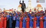 100 cặp uyên ương tham gia đám cưới tập thể trên đường phố Sài Gòn