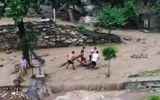 Lũ quét cuốn trôi 3 mẹ con tại Hà Giang
