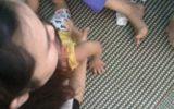 Vụ trẻ 14 tháng tuổi bị trói chân tay: Bảo mẫu trần tình