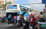 40 hành khách hoảng loạn tháo chạy khỏi xe buýt bốc cháy