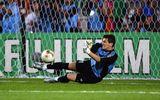 Pha xử lý thảm họa của Thánh Iker Casillas