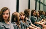 """Bức ảnh """"hại não"""" gây tranh cãi kịch liệt: Có 2 hay 4 cô gái trong hình?"""