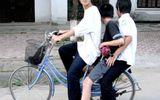 Đi xe đạp chở ba bị phạt bao nhiêu tiền?