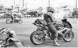 Thú chơi của người sĩ diện hão - vay nặng lãi sắm siêu mô tô