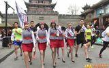 """Nữ tiếp viên hàng không đi giày cao gót chạy bộ vì """"Song Joong Ki"""" gây sốt mạng"""