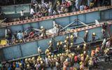 Hiện trường vụ sập cầu vượt khiến gần 200 người thương vong tại Ấn Độ